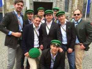 Gruppenfoto vor Aachener Dom